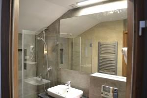 kabiny prysznicowe parawany 56