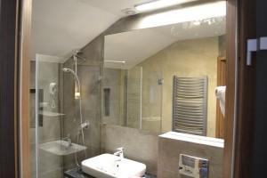 kabiny prysznicowe parawany 58